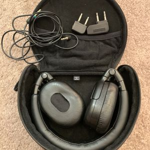 Sony Headphone With Case Noise Canceling for Sale in Beverly Hills, CA