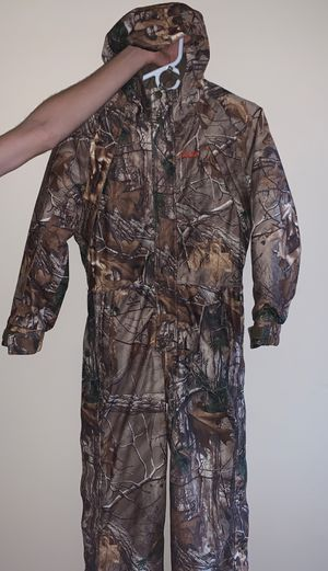 Cabelas/RealTree Hunting snow suit. for Sale in Payson, AZ