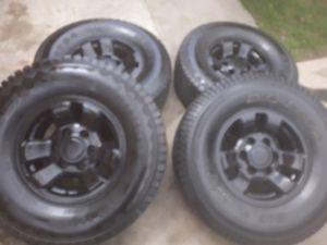 15 inch Rims and tires toyota tacoma 4 runeer. 6 lugs Tires31x 10.5r15 nesecita. Yantas nuevas for Sale in San Bernardino, CA