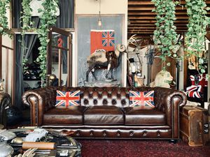 Cigar brown leather Chesterfield sofa tufted lounge couch! for Sale in Beverly Hills, CA