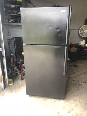 Whirlpool black refrigerator for Sale in Lake Worth, FL