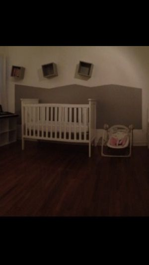 Baby crib white with mattress for Sale in Los Angeles, CA