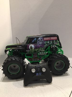 GRAVE Digger Remote Control Monster Truck 1:15 Scale by New Bright Fun n cool Comes with original box for Sale in Oakland Park, FL