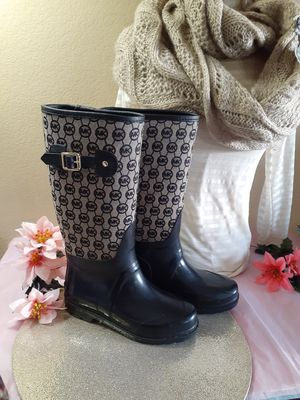 Michael Kors monogrammed rain boots size 6 for Sale in Vernon, WI