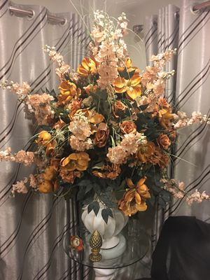Beautiful flowers in a pot with glass base for Sale in Woodbridge, VA
