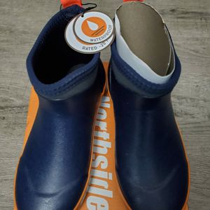 Boy's Northside Rain Boots size 2 Youth - NEW for Sale in Kent, WA