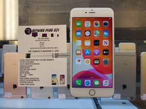 Unlocked Silver iPhone 6S Plus 32gb for Sale in Melbourne, FL