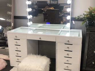 White Hollywood Vanity Set W/ Bluetooth for Sale in Fresno,  CA