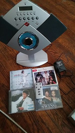 Radio fm and am cd player with cd for Sale in Fort Erie, ON