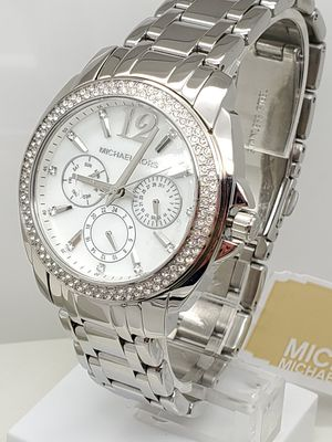 AUTHENTIC MICHAEL KORS WATCH. BOX INCLUDED for Sale in Arlington, TX