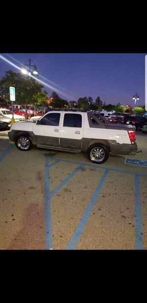 2002 Chevy avalanche for Sale in Montclair, CA