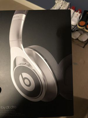 Beats headphones good condition for Sale in New Albany, OH
