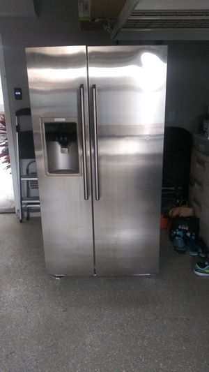 Refrigerator in good conditions, $150 for Sale in Huntington Beach, CA