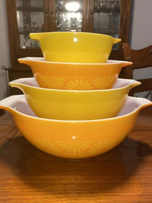 Pyrex Daisy Cinderella Bowl Set for Sale in Fort Carson, CO