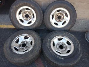 F150 16 inch alloy rims and old tires 5 on 135 expedition Navigator for Sale in Montebello, CA