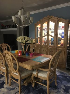 Dining room table and chairs and hutch set for Sale in Sanford, FL