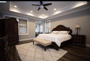 Beautiful king size bedroom set for Sale in Kennewick, WA