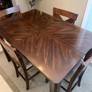 Counter height table and chairs. for Sale in Smyrna, TN