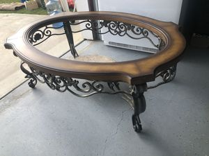 Beautiful Wood Coffee Table w/ Metal Base for Sale in Lemoore, CA