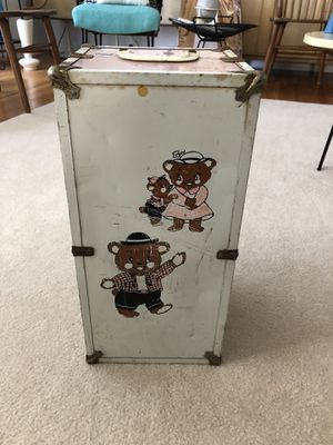 Vintage toy doll clothes case with teddy bear family decals for Sale in Buena Park, CA