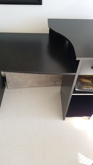 Desk and TV stand for Sale in Vallejo, CA