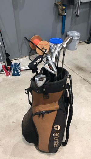 Taylor Made back with golf clubs for Sale in Macomb, MI