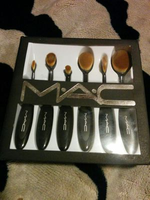 MAC Cosmetics - 6 Piece Brush Set - Accessory Bag Included for Sale for sale  Denver, CO