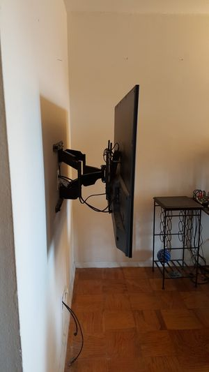 Tv mounting servic-- with flat tilting and full motion swivel tv wall mounts for Sale in Fort Washington, MD