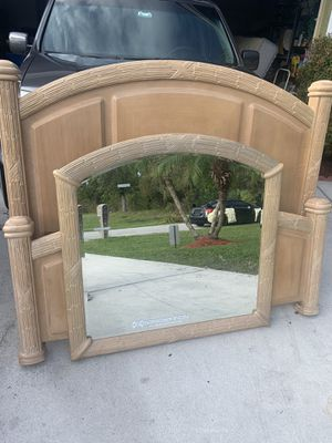 Queen Bed Hb Fb Mirror for Sale in Port St. Lucie, FL