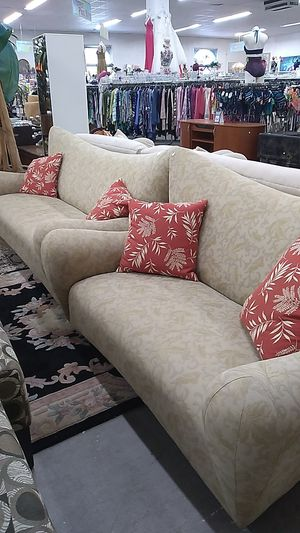 love sofa and 3 setting for Sale in Lauderdale Lakes, FL