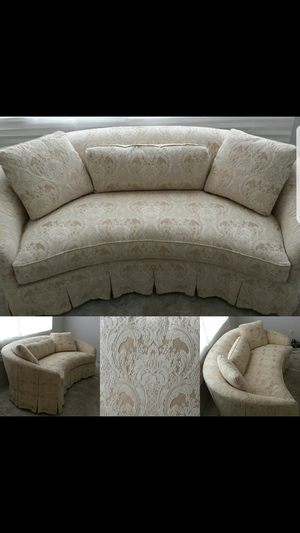 DREXEL HERITAGE CURVED SOFA for Sale in Las Vegas, NV