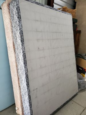 Queen size box spring for Sale in Bay Lake, FL