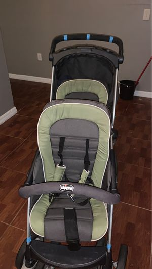 Chicco double stroller for Sale in Poinciana, FL