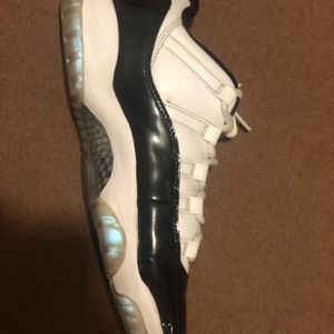 Jordan 11 Low Emerald Size 8 for Sale in Wichita, KS