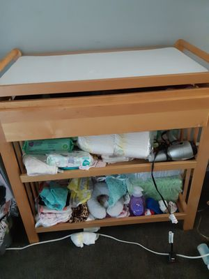 Bahy changing table for Sale in Lakewood, OH