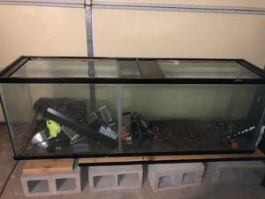 135 Gallon Aquarium (divided) for Sale in Palm Desert, CA