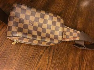 Louis Vuitton Damier Geronimos cross body bag very good condition..$450 for Sale in Bedford, OH