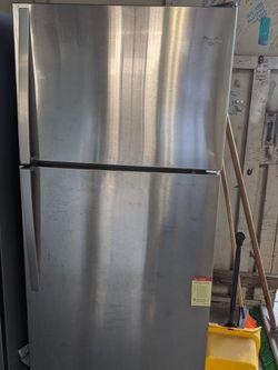 Whirlpool Refrigerator for Sale in Salinas,  CA