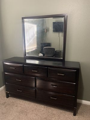 Dresser w/ Mirror for Sale in Rialto, CA