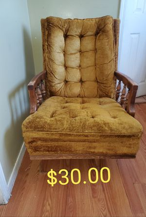 ANTIQUE CHAIR for Sale in Maywood, CA