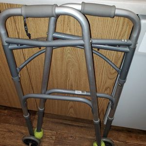 Walker And Toilet Seat For Disabled for Sale in Kissimmee, FL