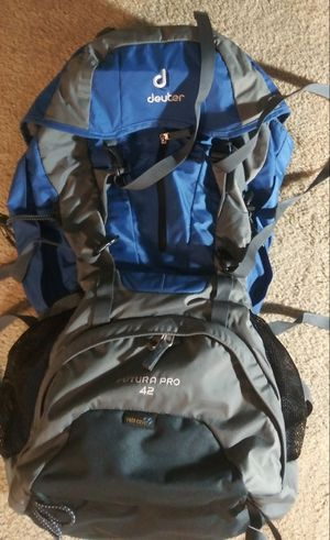 DEUTER Futura Pro 42 backpack excellent condition with rain cover for Sale in Madison, WI
