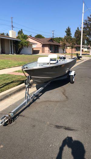 "13' 6"" Gregor Aluminum Boat with 9.5 hp Evinrude 2 stroke motor for Sale in Diamond Bar, CA"