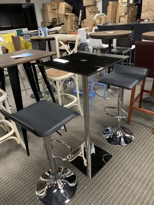 3pc Modern leatherette barstools and bartable set for Sale in Alexandria, VA