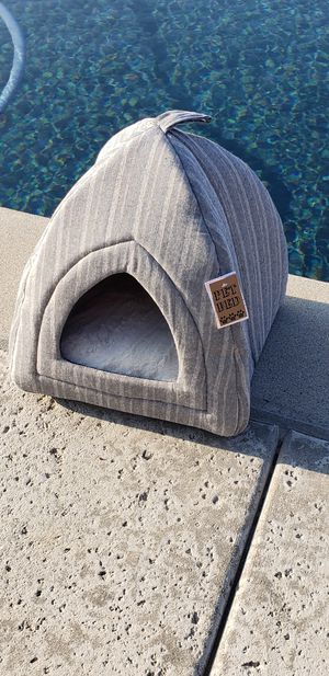 Small modern dog or cat bed for Sale in Ontario, CA