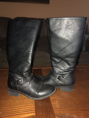 Girls boots sz 1 for Sale in Raeford, NC