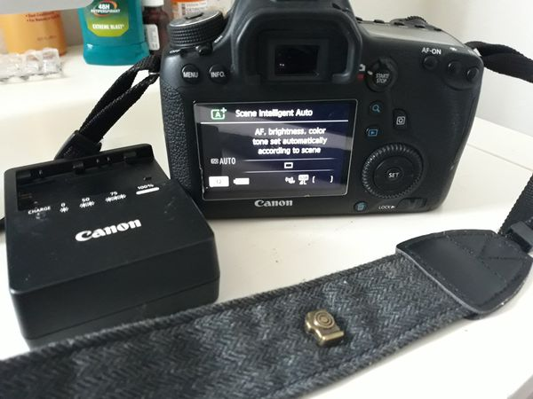Canon eos 6D dslr camera, lens and charger