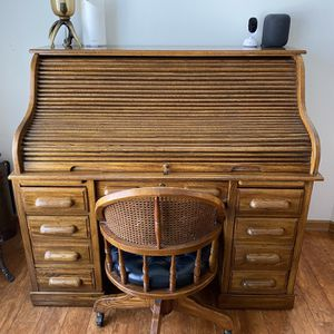 Roll Top Desk With key And Chair for Sale in Shorewood, IL