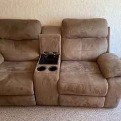 Reclining couch w/ center console & cupholders for Sale in Eustis,  FL
