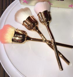 NEW ROSE SHAPED MAKE UP BRUSHES for Sale in Cape Coral,  FL